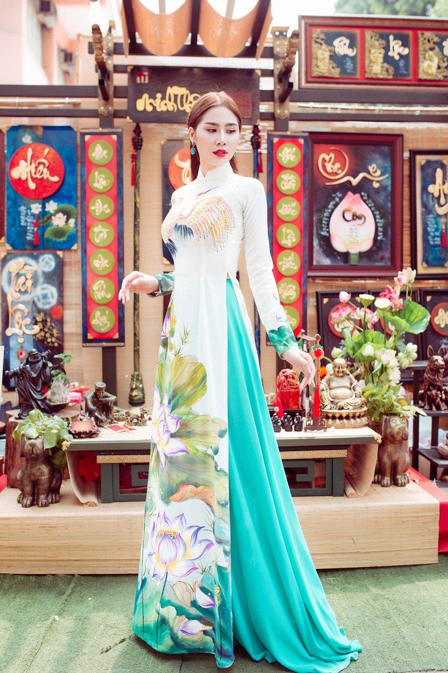 A hau Hoang Hanh: 'Lan dau xa nha dip Tet den, toi tui than muon khoc' hinh anh 6