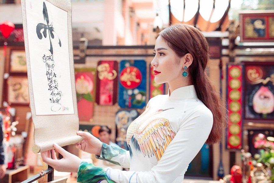 A hau Hoang Hanh: 'Lan dau xa nha dip Tet den, toi tui than muon khoc' hinh anh 7