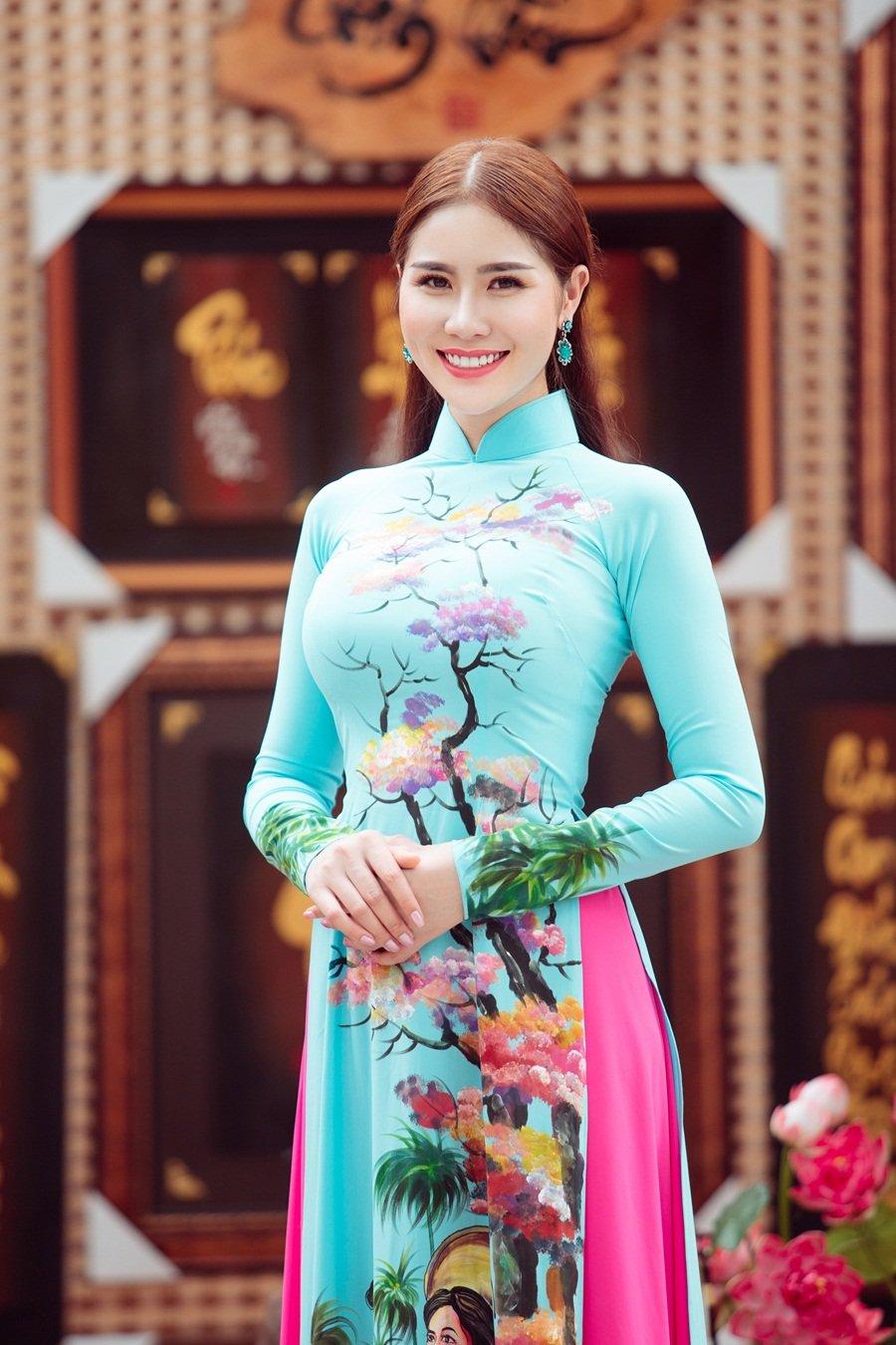 A hau Hoang Hanh: 'Lan dau xa nha dip Tet den, toi tui than muon khoc' hinh anh 10