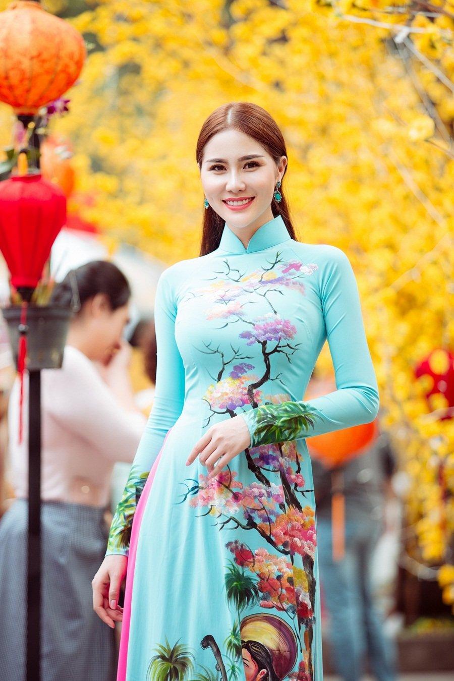 A hau Hoang Hanh: 'Lan dau xa nha dip Tet den, toi tui than muon khoc' hinh anh 11