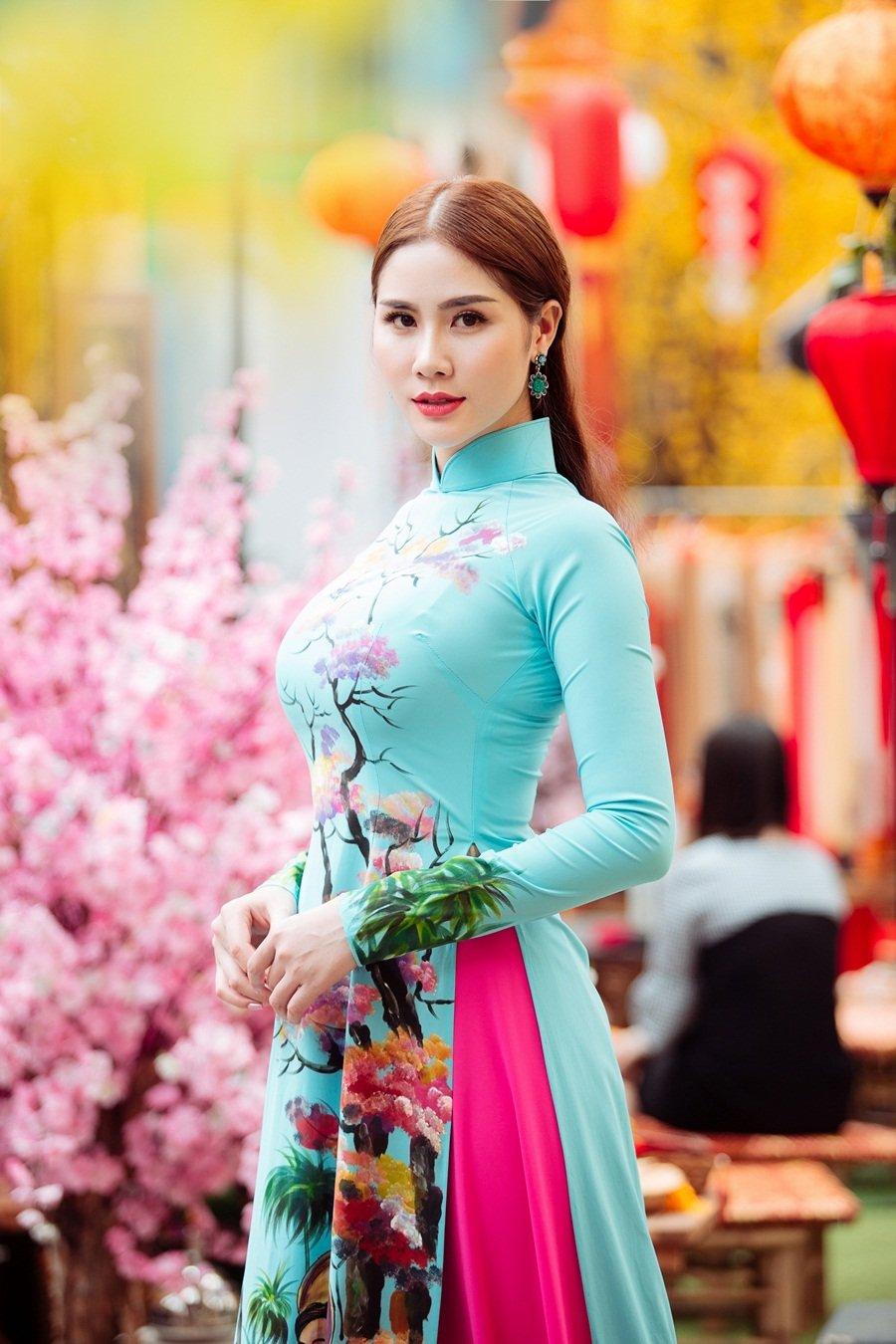 A hau Hoang Hanh: 'Lan dau xa nha dip Tet den, toi tui than muon khoc' hinh anh 12