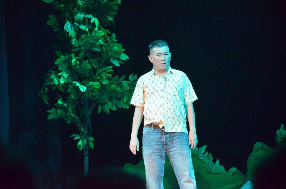 Le Giang tinh tu ngoi len dui Hoai Linh trong vo kich hot nhat Tet Mau Tuat hinh anh 3