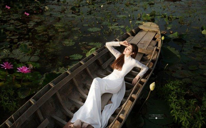A hau Hoang Hanh dien ao dai khoe nhan sac ruc ro ngay dau nam moi hinh anh 4