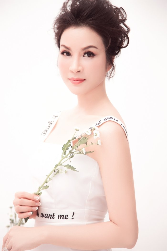 MC Thanh Mai tro lai Viet Nam sau nhung ngay don tet cung con gai o My hinh anh 11