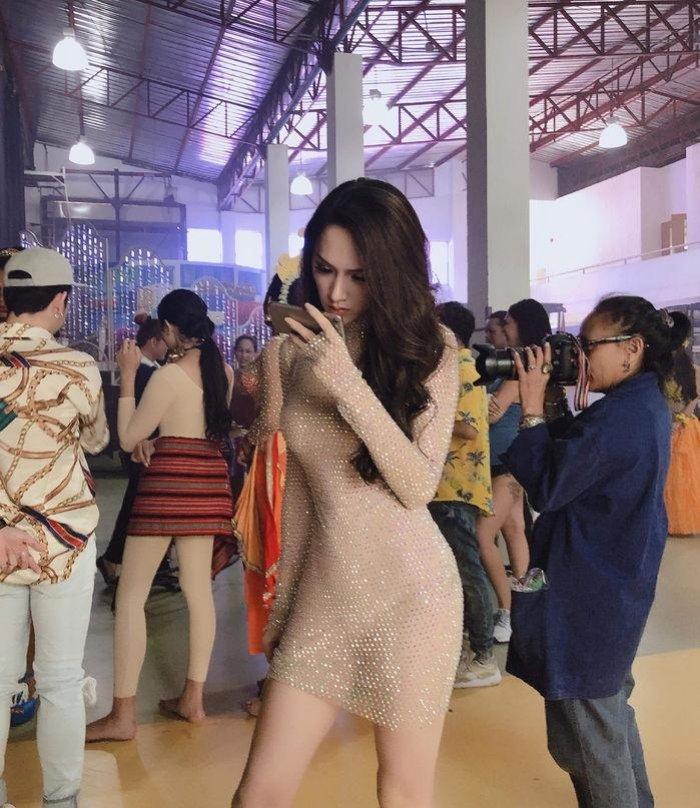 Huong Giang Idol 'lan at' dan my nhan chuyen gioi nho tao dang qua cao tay hinh anh 10