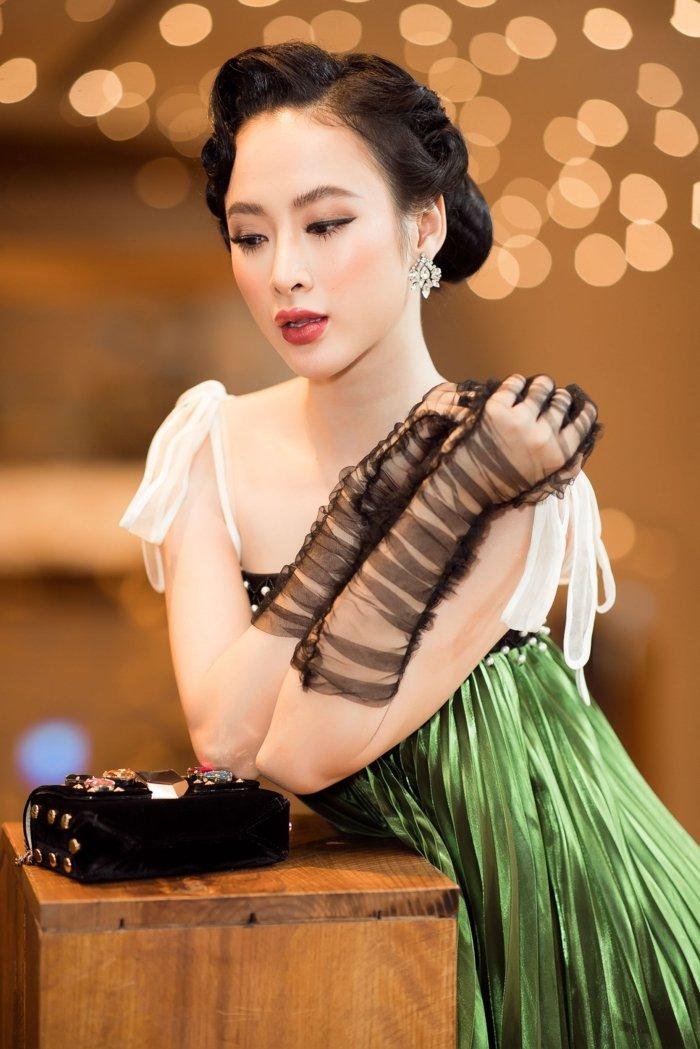 Angela Phuong Trinh hoa thanh quy co kieu ki, khoe vai tran quyen ru hinh anh 3