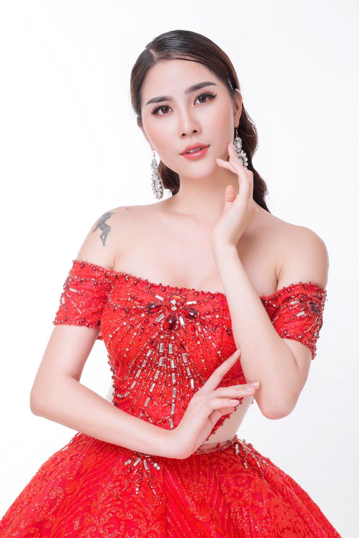 A hau Hoang Hanh dien vay cuoi, tiet lo mau dan ong ly tuong se lay lam chong hinh anh 1
