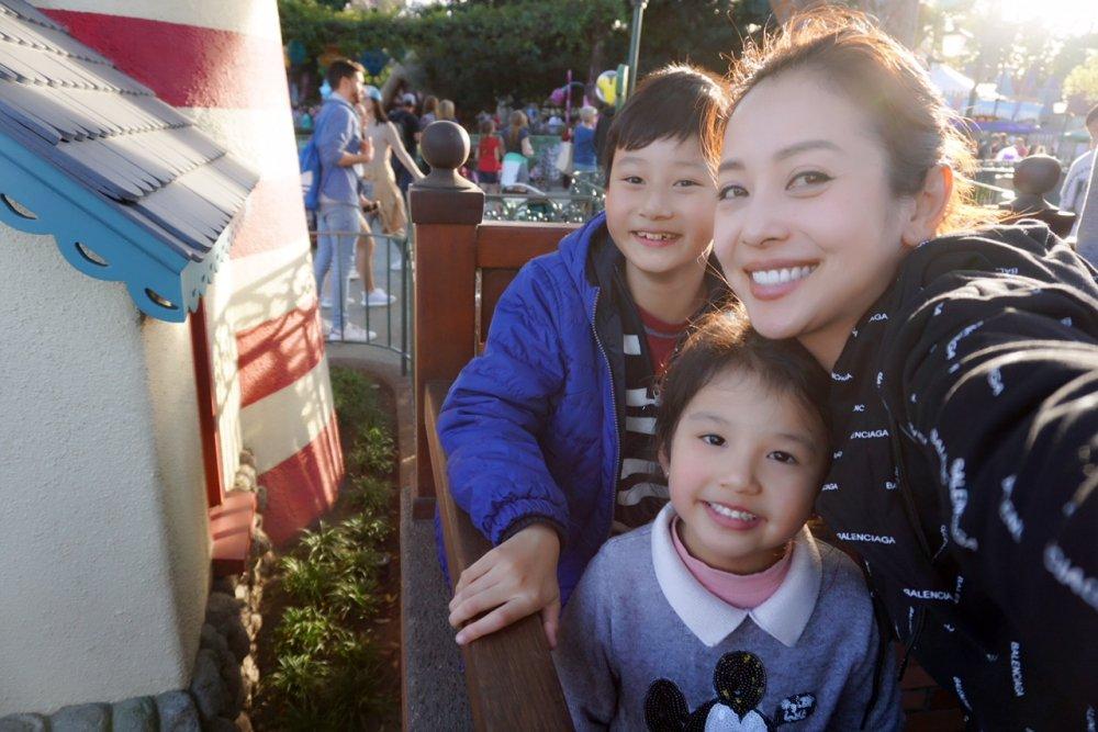 Vo chong Jennifer Pham tranh thu dua Bao Nam di choi tai My hinh anh 3