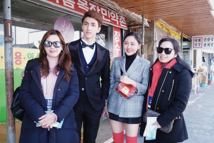Van Mai Huong - Binh An tay trong tay den gap 'than chet' Lee Dong Wook hinh anh 1