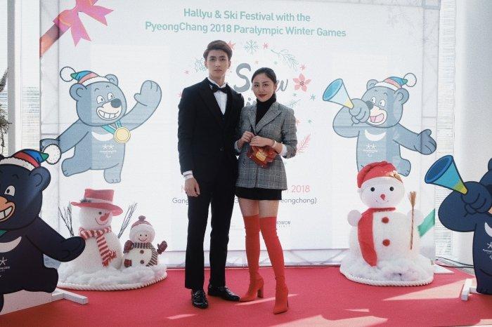 Van Mai Huong - Binh An tay trong tay den gap 'than chet' Lee Dong Wook hinh anh 2