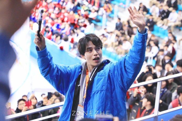 Van Mai Huong - Binh An tay trong tay den gap 'than chet' Lee Dong Wook hinh anh 12