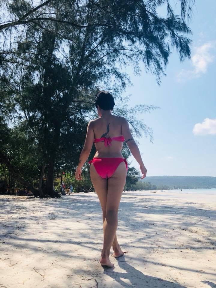 Lan hiem hoi, Uyen Linh khoe anh bikini cuc sexy hinh anh 3