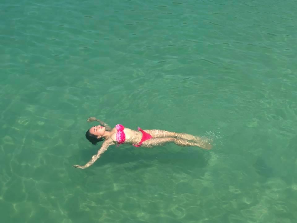 Lan hiem hoi, Uyen Linh khoe anh bikini cuc sexy hinh anh 4
