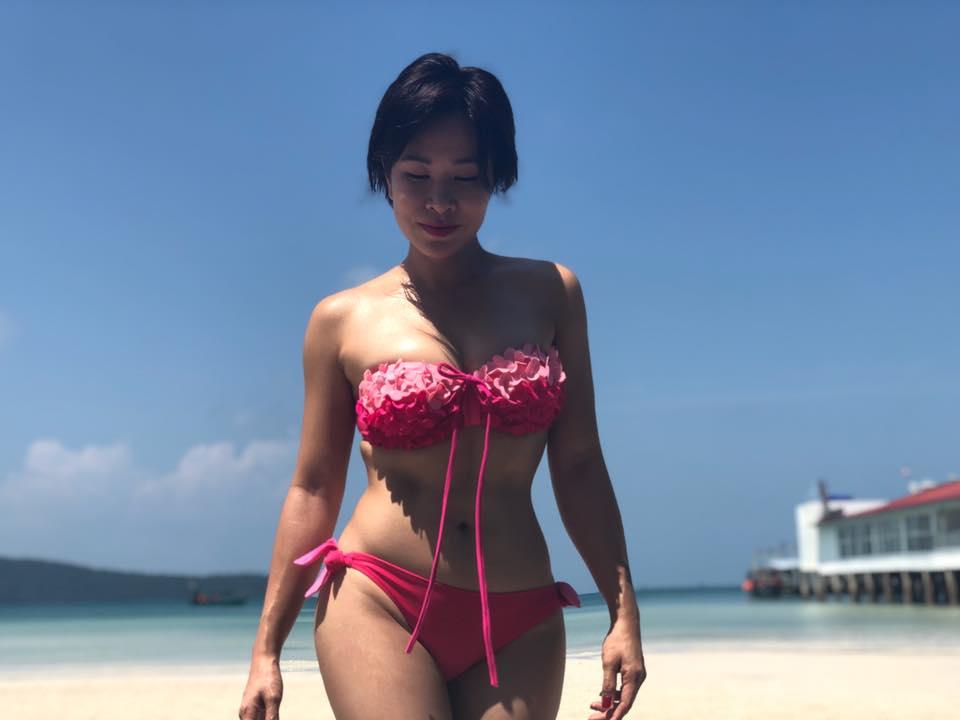 Lan hiem hoi, Uyen Linh khoe anh bikini cuc sexy hinh anh 1