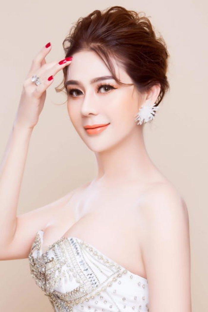Lam Khanh Chi: 'Nhieu lan bi nhung ke vo van hoa sam so ngay khi dang bieu dien' hinh anh 2