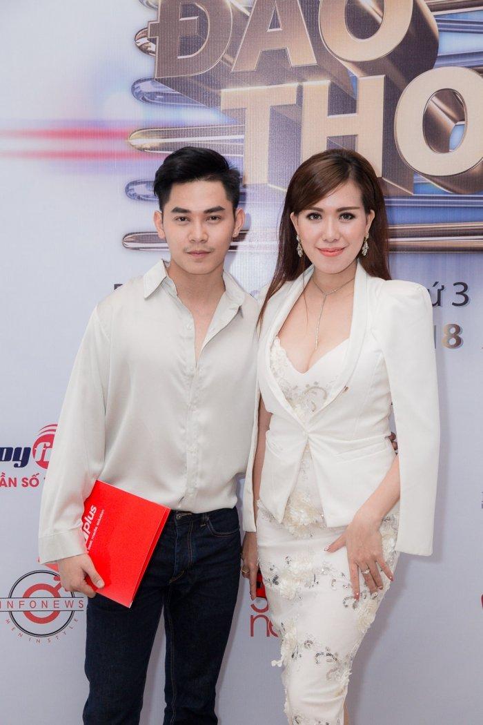 Khong con sanh doi ben Truong Quynh Anh, Tim lo ban gai moi hinh anh 3