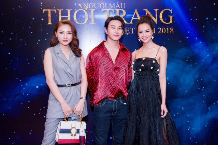 Chi gai song sinh cua Nam Em: Khong muon bi anh huong boi on ao cua em gai hinh anh 4