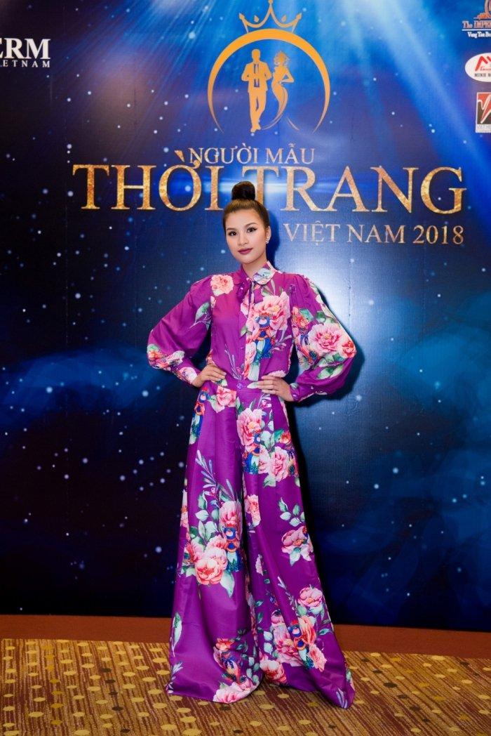 Chi gai song sinh cua Nam Em: Khong muon bi anh huong boi on ao cua em gai hinh anh 2