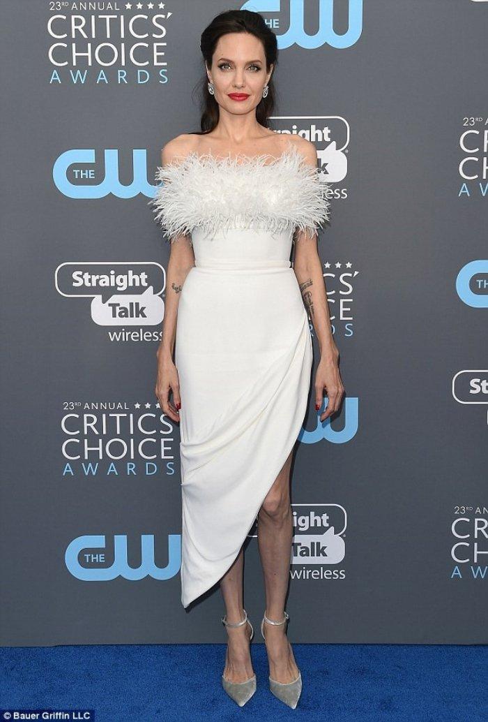 Sau on ao li di, Angelina Jolie co ban trai moi? hinh anh 1