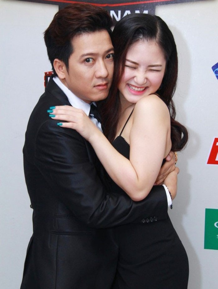 Loat anh lo ro thoi quen thich om, hon dong nghiep nu cua Truong Giang hinh anh 10