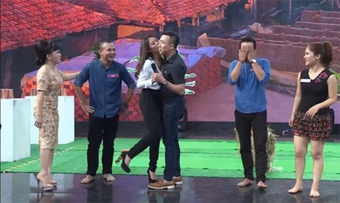 Trai nguoc Truong Giang, Tran Thanh thuong xuyen 'bi' dong nghiep om hon hinh anh 1
