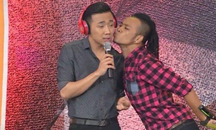Trai nguoc Truong Giang, Tran Thanh thuong xuyen 'bi' dong nghiep om hon hinh anh 7