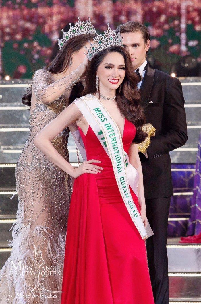 Sau dang quang Hoa hau, Huong Giang duoc Che Linh moi hat trong liveshow hinh anh 3