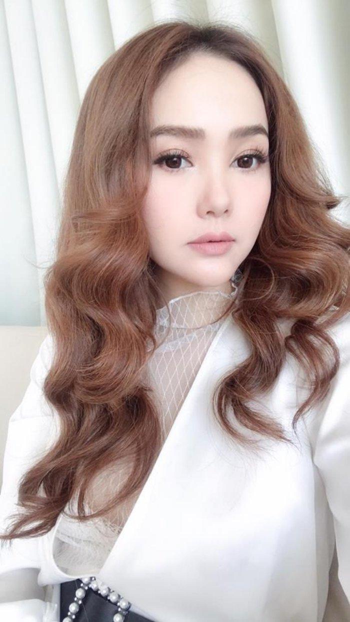 Minh Hang lien tuc khien fan soc voi guong mat do nhu tuong sap hinh anh 2