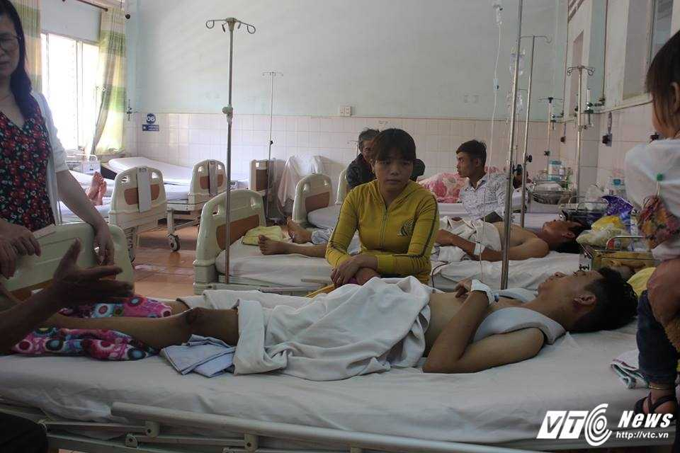Xe cho hoc sinh tong xe tai, 19 nguoi thuong vong: Nhan chung ke phut doi dien 'tu than' hinh anh 1