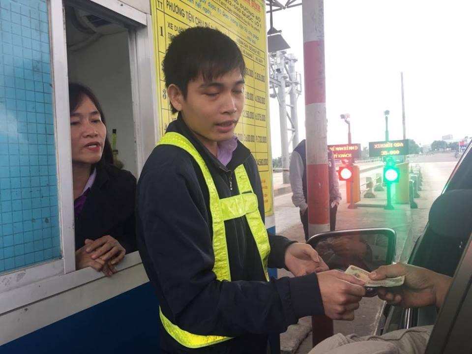 Tai xe tiep tuc dung xe doi giam phi, tram BOT Ninh An lai xa tram hinh anh 2