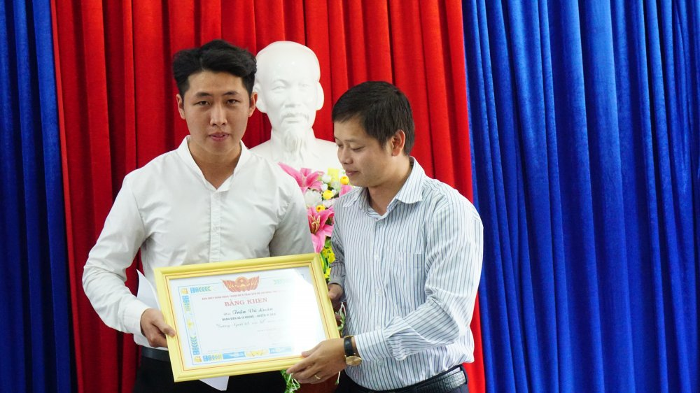 Tang bang khen cho chang trai that nghiep tra lai gan 90 trieu dong nhat duoc hinh anh 1