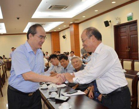 Bi thu Nguyen Thien Nhan gap go tri thuc xin hien ke phat trien TP.HCM hinh anh 1