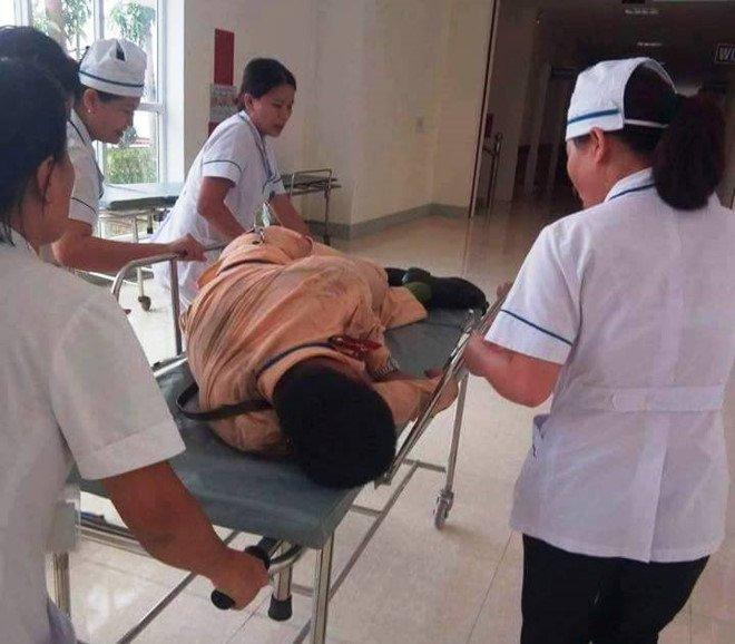 CSGT Ha Tinh bi hat vang khi bam kinh xe dau keo container: Nhan chung bang hoang ke lai hinh anh 1