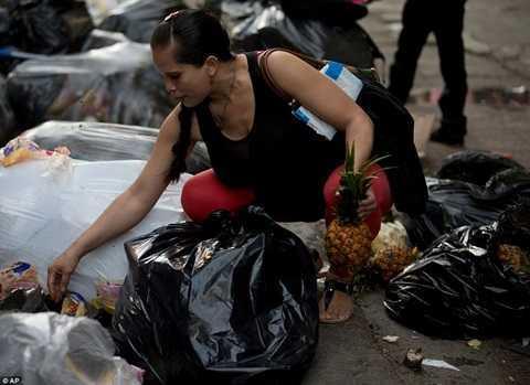 Venezuela trong con suy thoai: Nhung hinh anh gay soc khong tuong tuong duoc hinh anh 2