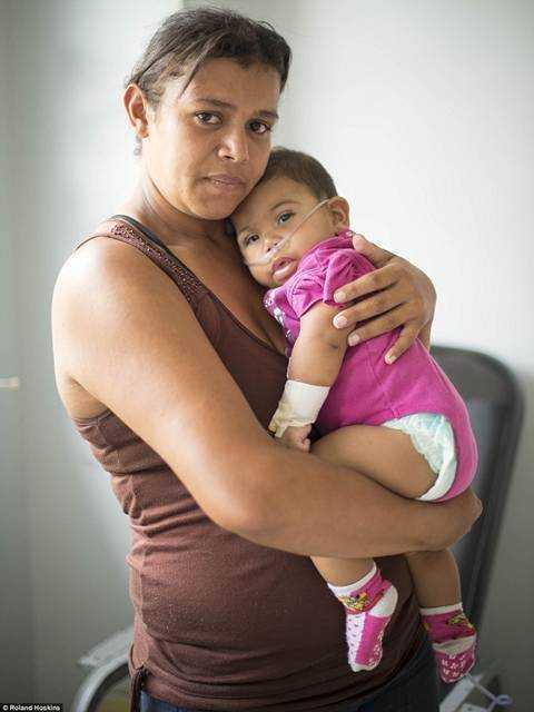 Venezuela trong con khung hoang: Nguoi boi rac tim do an, ke ung dung uong ruou manh hinh anh 12
