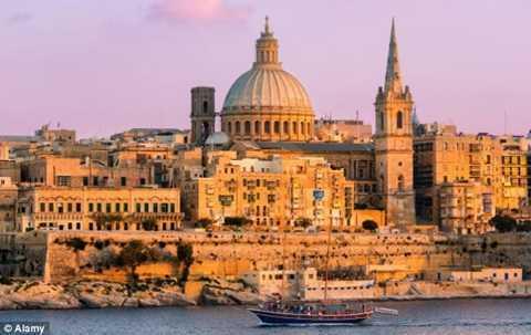 Co suc thu hut manh liet, gioi sieu giau lam gi o Malta? hinh anh 1