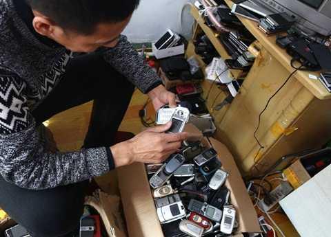 Bo suu tap 3.000 dien thoai, tu 'cuc gach' den iPhone thoi thuong hinh anh 4