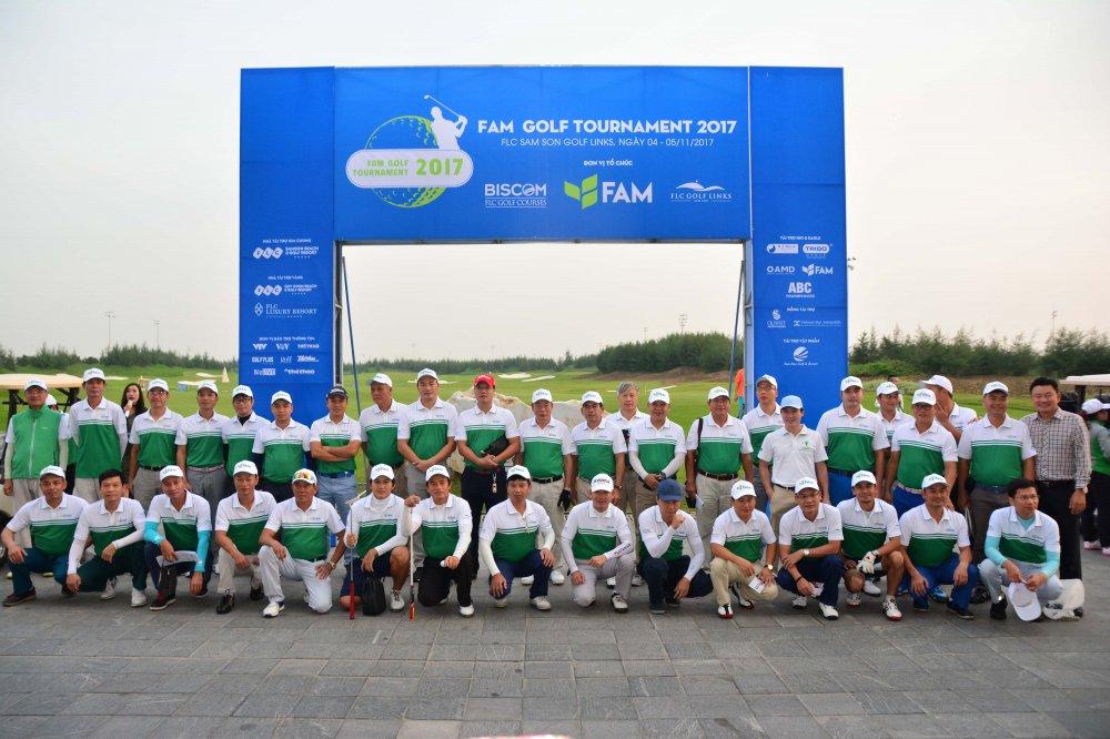 Chinh thuc khai mac giai Fam Golf Tournament 2017 voi gan 500 gon thu hinh anh 1