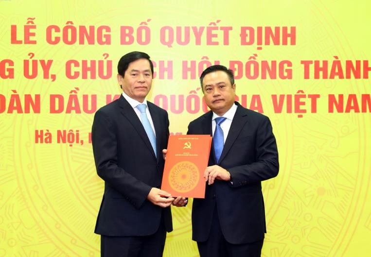 Cong bo Quyet dinh Bi thu Dang uy, Chu tich Hoi dong Thanh vien Tap doan Dau khi Quoc gia Viet Nam hinh anh 3