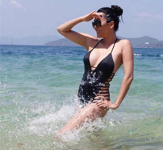 MC Nguyen Cao Ky Duyen mac bikini, khoe than hinh goi cam o tuoi 51 hinh anh 6