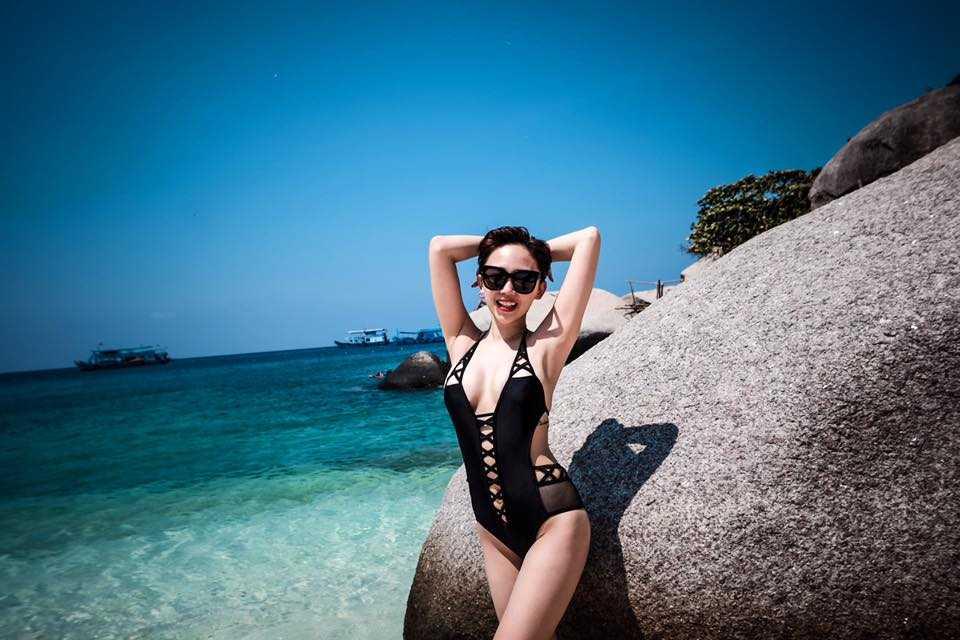 Toc Tien dien bikini, tung tang giua nang vang, bien xanh hinh anh 4