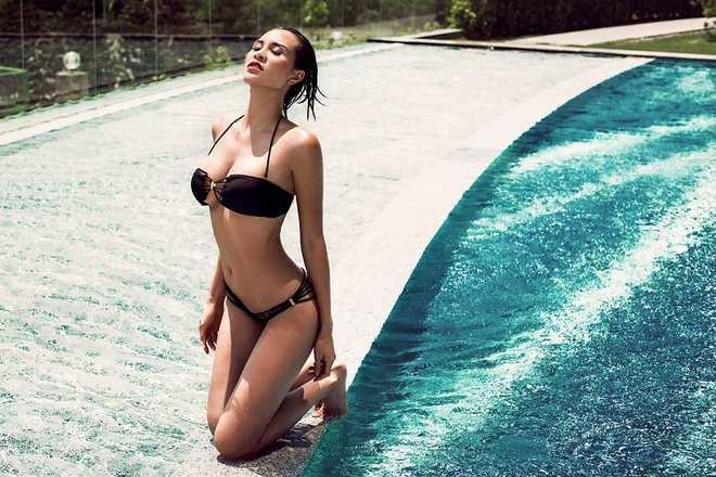Phuong Mai tuyet dep voi bikini, Linh Chi xau xi voi vay xuyen thau hinh anh 2