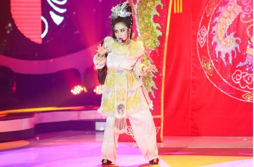 Hoa Minzy bi loai 'uat uc', Bach Cong Khanh dang quang Guong mat than quen 2016 hinh anh 2