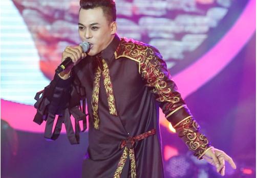 Hoa Minzy bi loai 'uat uc', Bach Cong Khanh dang quang Guong mat than quen 2016 hinh anh 7