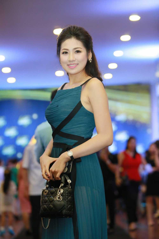 Bi don ghet nhau, Pham Huong hon Lan Khue hinh anh 11