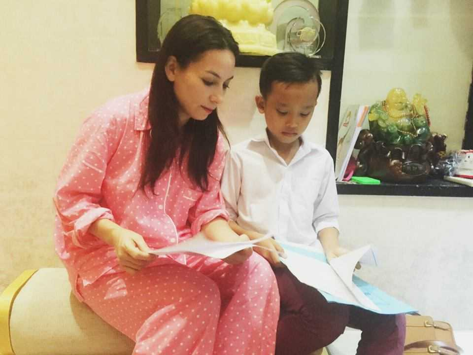 Ho Van Cuong 'doi doi' sau khi lam con nuoi Phi Nhung hinh anh 5