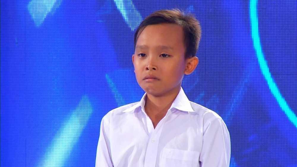 Ho Van Cuong 'doi doi' sau khi lam con nuoi Phi Nhung hinh anh 1