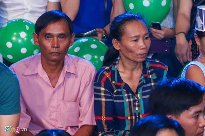 Ho Van Cuong 'doi doi' sau khi lam con nuoi Phi Nhung hinh anh 2