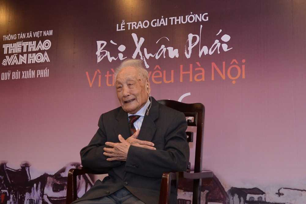 'Ong Tay moc cong' duoc trao giai Vi tinh yeu Ha Noi hinh anh 2