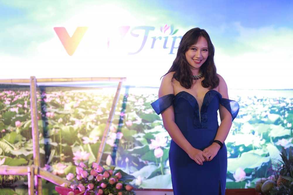 A hau Thanh Tu nen na voi ao dai, Dao Thi Ha khoe lung tran quyen ru hinh anh 9